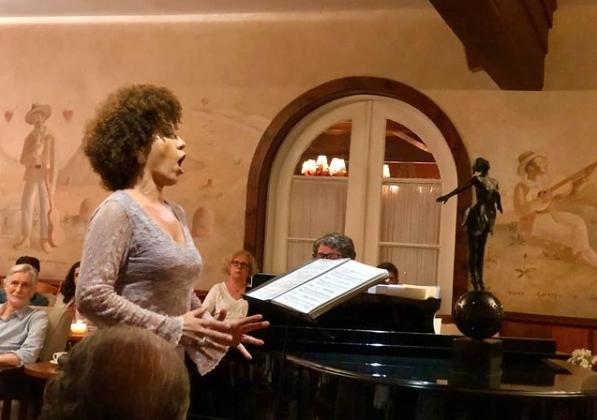 Mere Oliveira em recital no Toriba Musical em Campos do Jordão. Foto por Claudia Marchetti